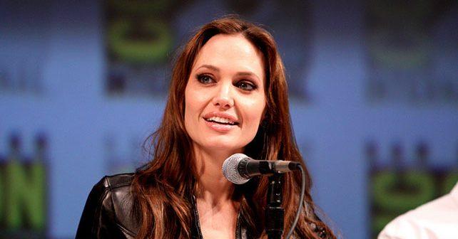 Na fotografiji je prikazan glumica: Angelina Jolie (Anđelina Džoli)
