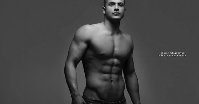 Na fotografiji je prikazan vojnik, fitnes instruktor: Ervin Mujaković