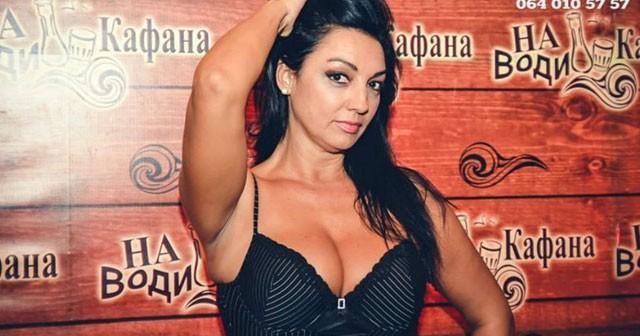 Na fotografiji je prikazan pevačica: Nela Bijanić