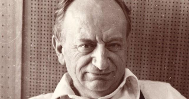 Na fotografiji je prikazan književnik: Dušan Duško Radović