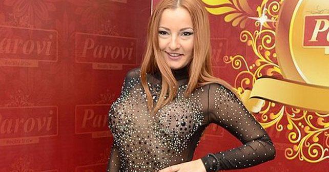 Na fotografiji je prikazan hostesa: Mirjana Praizović