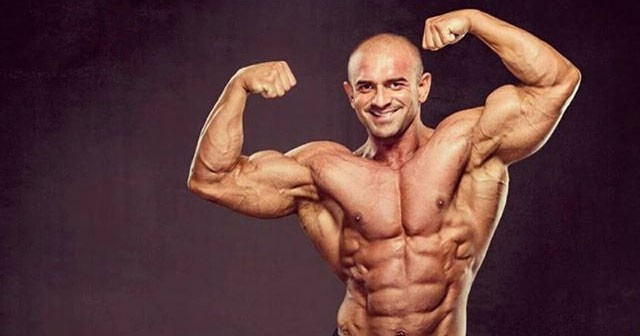 Na fotografiji je prikazan policajac, bodybuilder, fitness trener: Lepomir Bakić