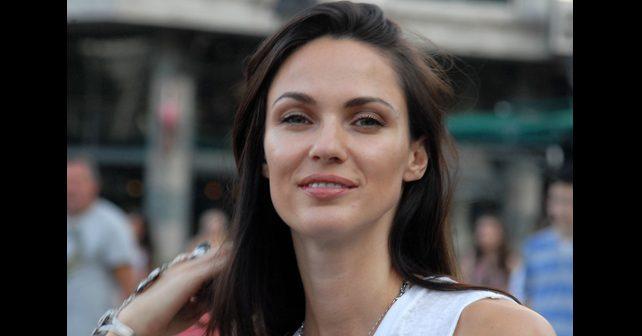 Na fotografiji je prikazan manekenka, model: Bojana Barović