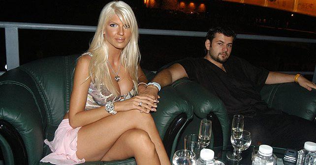 Na fotografiji je prikazan pevačica: Jelena Karleuša