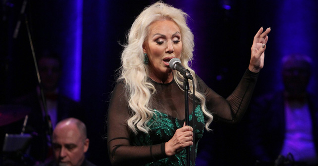 Na fotografiji je prikazan pevačica, preduzetnik: Lepa Brena