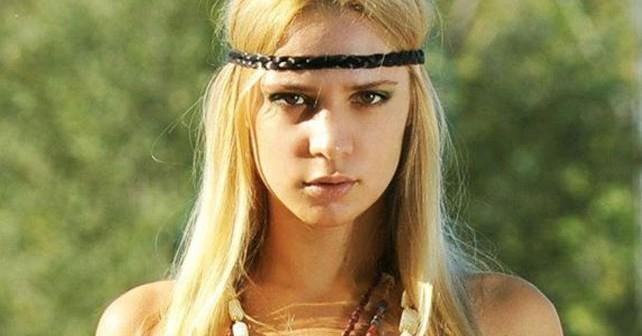 Na fotografiji je prikazan starleta, model, pevačica: Nataša Šavija