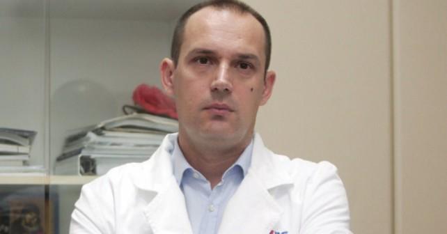 Na fotografiji je prikazan lekar, hirurg, ministar: Zlatibor Lončar