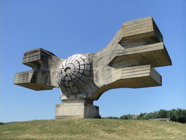 Spomenik revolucije u Podgariću iz 1967., rad Dušana Džamonje