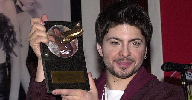 Na fotografiji je prikazan pjevač: Toše Proeski