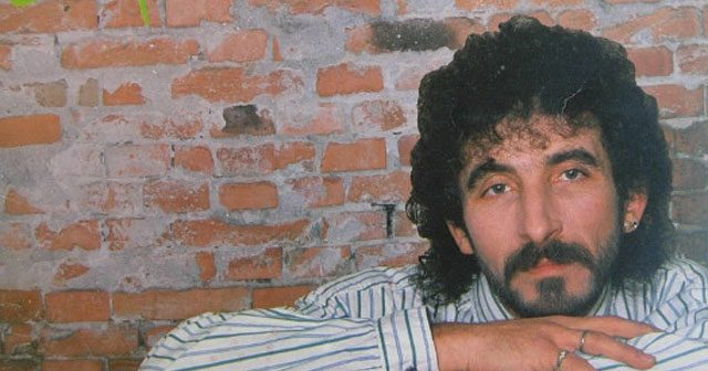 Na fotografiji je prikazan pevač: Željko Bebek