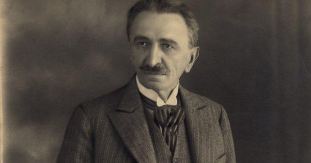 Na fotografiji je prikazan književnik, pisac, komediograf, novinar: Branislav Nušić