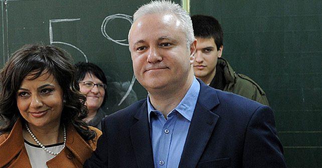 Na fotografiji je prikazan magistar ekonomije, političar, muzičar: Mlađan Dinkić