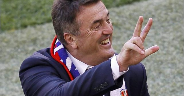 Na fotografiji je prikazan trener / fudbaler: Radomir Antić