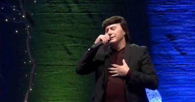 Na fotografiji je prikazan pevač: Duško Lokin