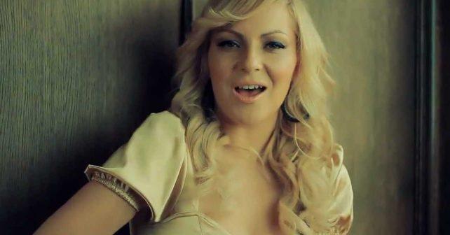 Na fotografiji je prikazan pevačica: Ivana Selakov