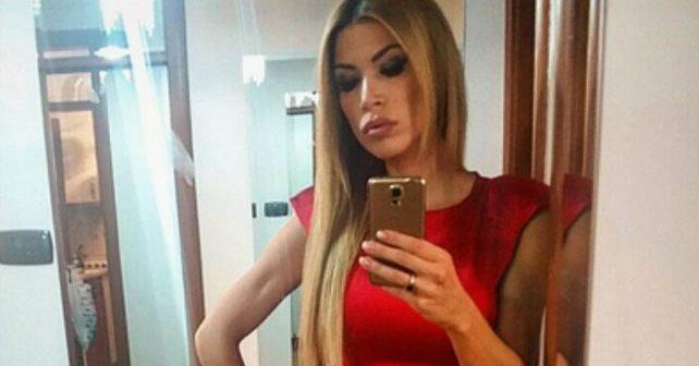Na fotografiji je prikazan manekenka, voditeljka, modni dizajner: Olja Crnogorac