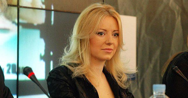 Na fotografiji je prikazan pevačica: Ivana Jordan