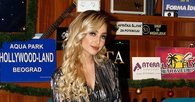 Na fotografiji je prikazan pevačica: Maja Berović (Maya)