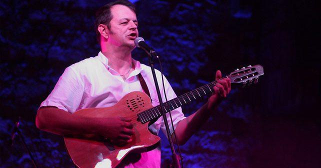 Na fotografiji je prikazan muzičar, pevač: Marijan Ban