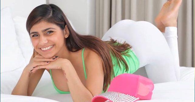 Na fotografiji je prikazan porno glumica, profesorica istorije: Mia Kalifa