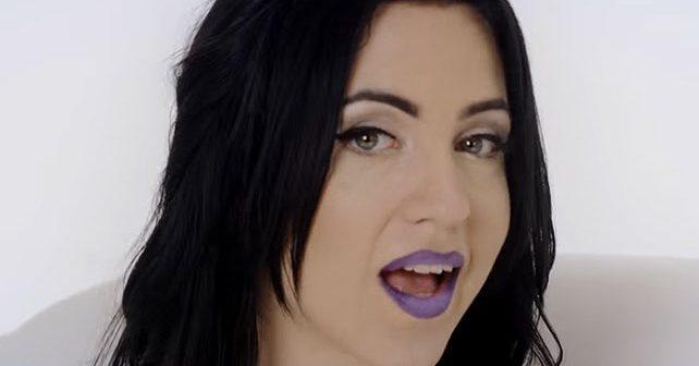 Na fotografiji je prikazan pevačica: Mimi Mercedez