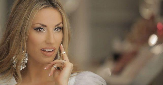 Na fotografiji je prikazan pevačica: Rada Manojlović