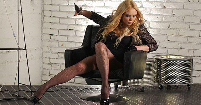 Na fotografiji je prikazan pevačica: Ana Štajdohar