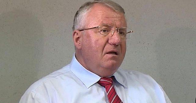 Na fotografiji je prikazan političar: Vojislav Šešelj