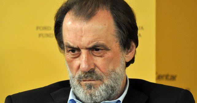 Na fotografiji je prikazan političar: Vuk Drašković