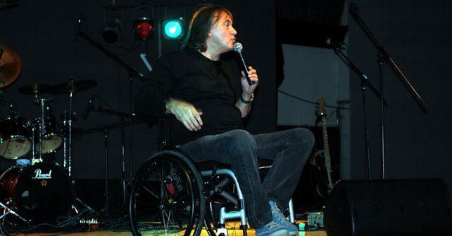 Na fotografiji je prikazan pevač: Zdravko Škender