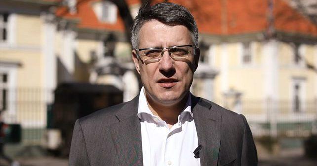 Na fotografiji je prikazan političar, profesor hemije: Aleksandar Popović