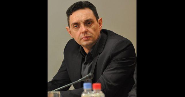 Na fotografiji je prikazan političar: Aleksandar Vulin