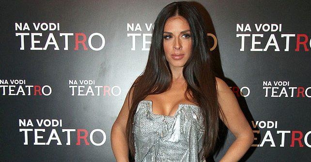Na fotografiji je prikazan pevačica, voditeljka: Ana Sević