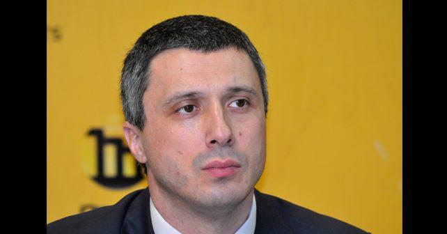 Na fotografiji je prikazan političar: Boško Obradović