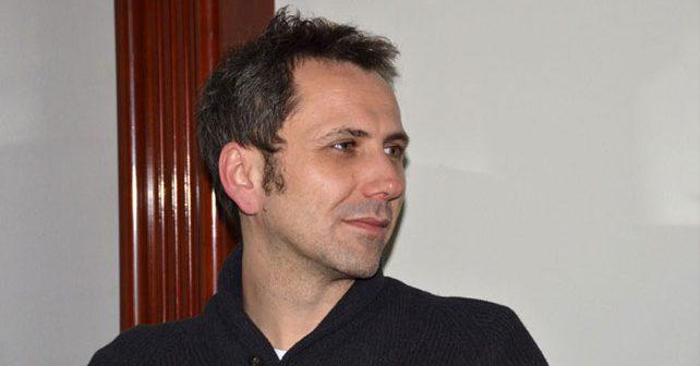 Na fotografiji je prikazan reditelj: Oliver Frljić