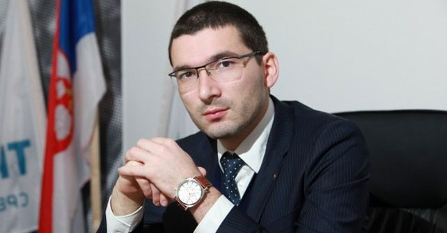 Na fotografiji je prikazan inženjer elektrotehnike i računarstva, političar: Miroslav Parović