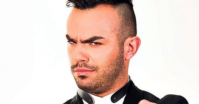 Na fotografiji je prikazan pevač, glumac: Slavko Kalezić