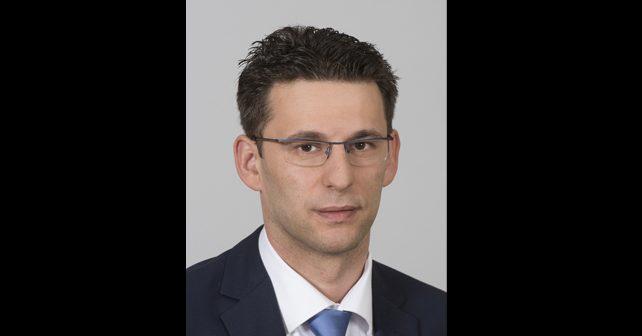 Na fotografiji je prikazan političar, psihijatar: Božo Petrov