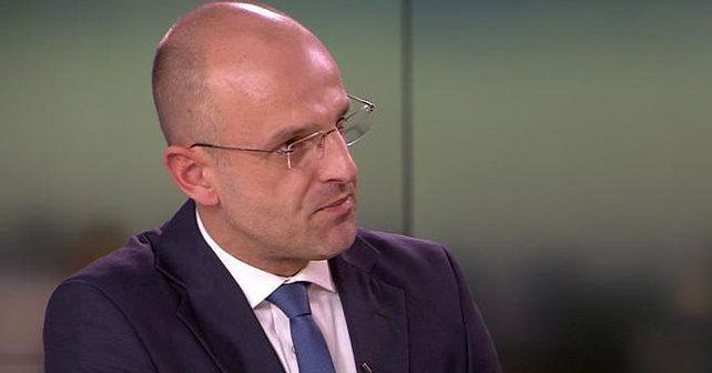 Na fotografiji je prikazan voditelj, novinar: Mislav Bago
