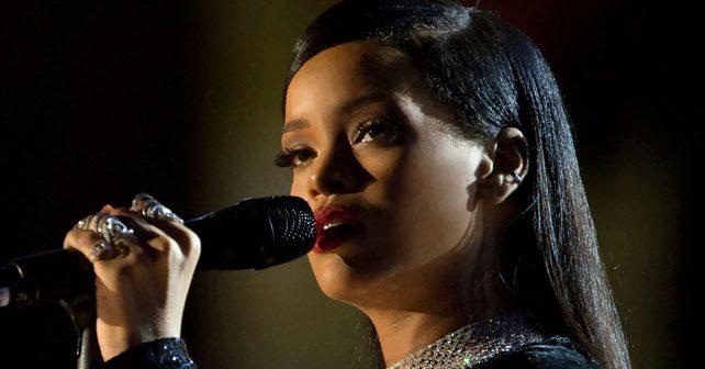 Na fotografiji je prikazan pevačica: Rijana (Rihanna)