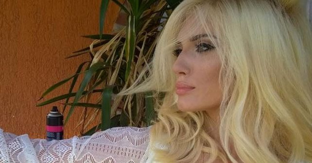 Na fotografiji je prikazan pevačica, student žurnalistike: Nikolina Kovač Kapor