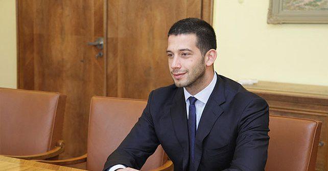 Na fotografiji je prikazan vaterpolist, ministar sporta i omladine: Vanja Udovičić