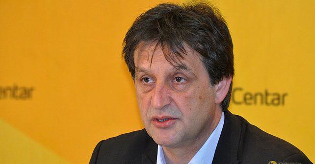 Na fotografiji je prikazan političar: Bratislav Gašić