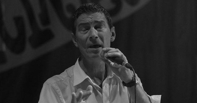 Na fotografiji je prikazan pevač, muzičar, kantautor: Massimo Savić