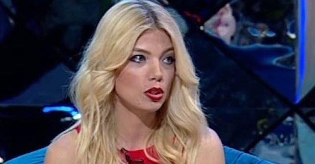 Na fotografiji je prikazan pevačica, muzičarka, stjuardesa: Tamara Dragić