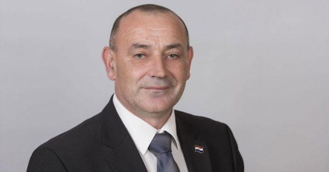 Na fotografiji je prikazan političar, general u penziji, ministar: Tomo Medved