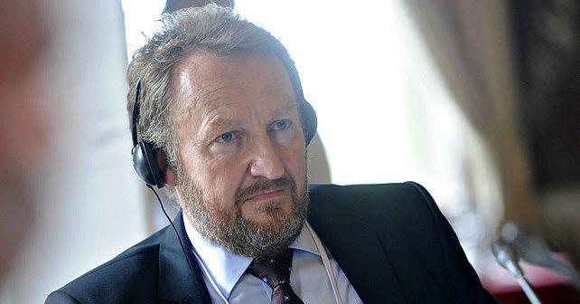 Na fotografiji je prikazan političar: Bakir Izetbegović
