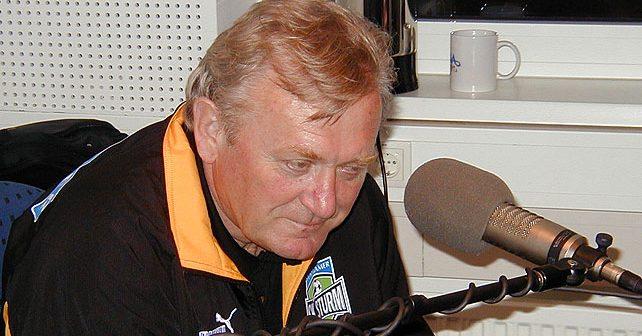 Na fotografiji je prikazan fudbalski trener, fudbaler: Ivica Osim