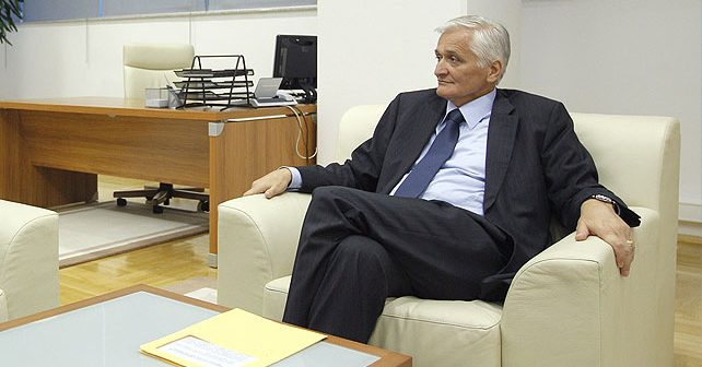 Na fotografiji je prikazan političar, profesor ekonomije: Nikola Špirić