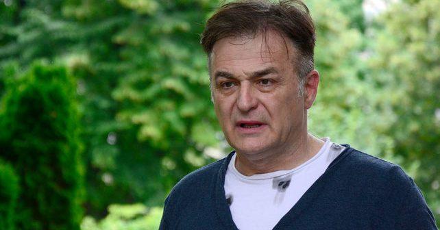 Na fotografiji je prikazan glumac, režiser, političar: Branislav Lečić